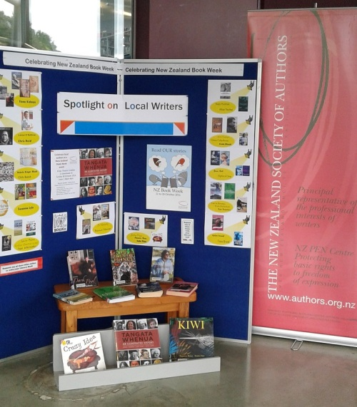 nz-book-week-library-display-with-banner